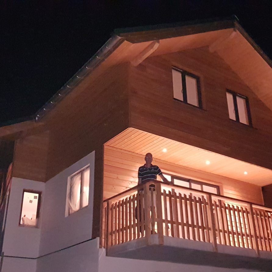 Chalet Amuse by night